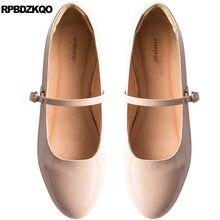 39cab959a China 2018 Estilo Britânico de Couro Dedo Do Pé redondo Mulheres Nuas Couro  Vinho Tinto Casamento Sapatos Mary Jane Designer Chi.