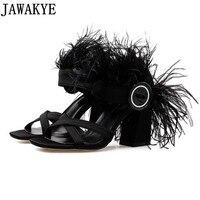 Сексуальный дизайн Атласные босоножки женские на высоком каблуке волосатые перо большой кнопка Декор высокого качества 2018 свадебные туфли