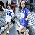 Muchachas de los cabritos Camisetas Top Del Verano 2016 Nueva Carta Impresa Vestido de la camiseta para Las Niñas Sprots Desgaste Vestir Ropa Casual Blanco azul