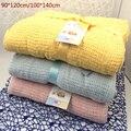 Novo 100% algodão cobertor do bebê de malha respirável Props crianças berço dormir ocasional buraco envoltório cobertores carrinho de bebê / carro panos