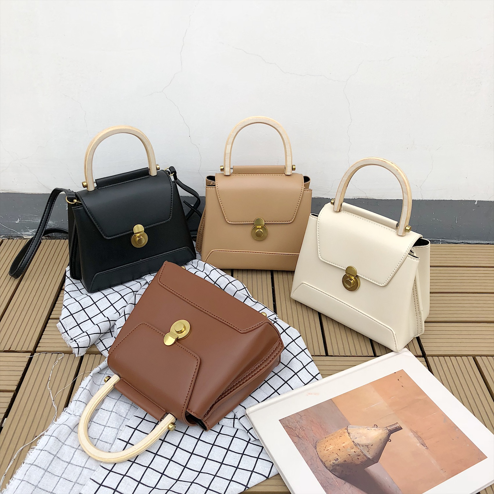 Retro Wooden Handle Handbags Chic PU Leather Shoulder Bags Casual Crossbody Bags for Women Clutch Purses Totes Ladies HandbagsRetro Wooden Handle Handbags Chic PU Leather Shoulder Bags Casual Crossbody Bags for Women Clutch Purses Totes Ladies Handbags