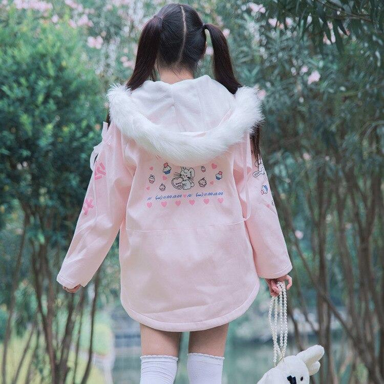 Kadın Giyim'ten Parkalar'de Tatlı Kürk Yaka Kadın Uzun Parkas Coat Polar Astar Lolita Pembe Ceket Pamuk papyon Tavşan Baskılar Kış sıcak Dış Giyim Palto'da  Grup 3