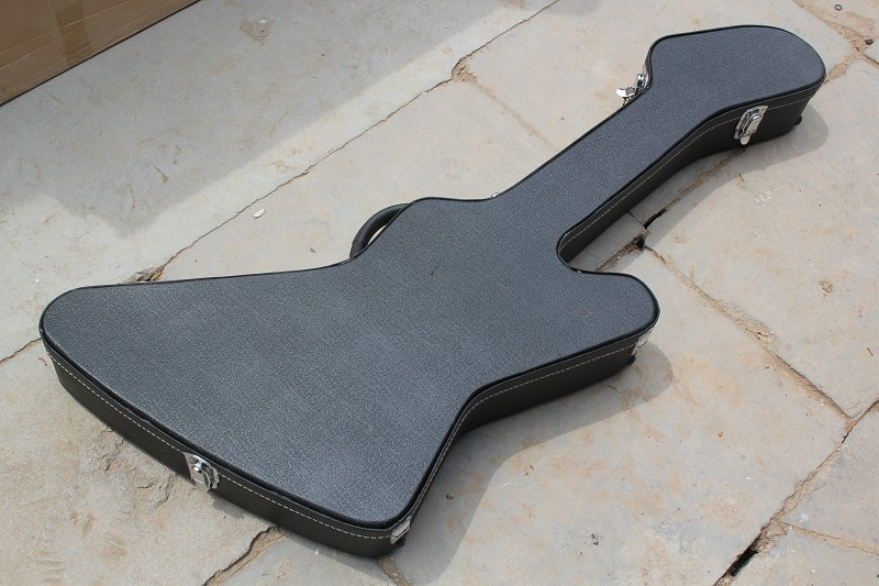 цена на Guitar Hard Case in Black for Explorer Model Electric Guiatr ***Not Sold Separately