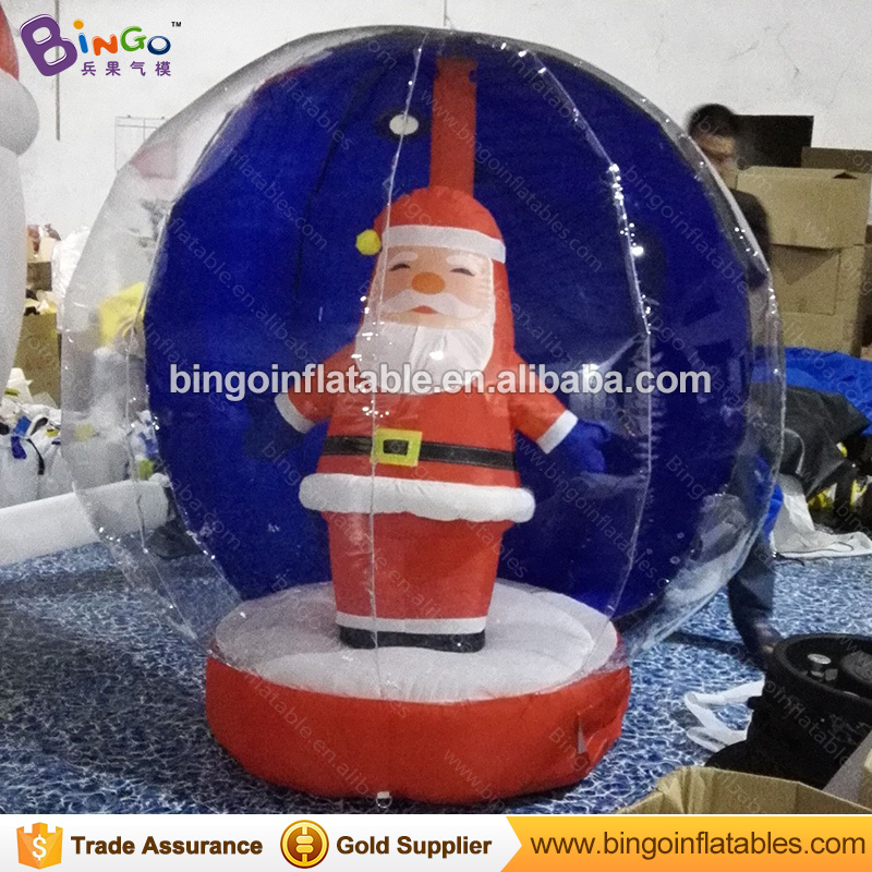 цены Christmas decorating inflatable snow globe with santa claus 1.7 meters tall inflatable giant snow globe ball for sale