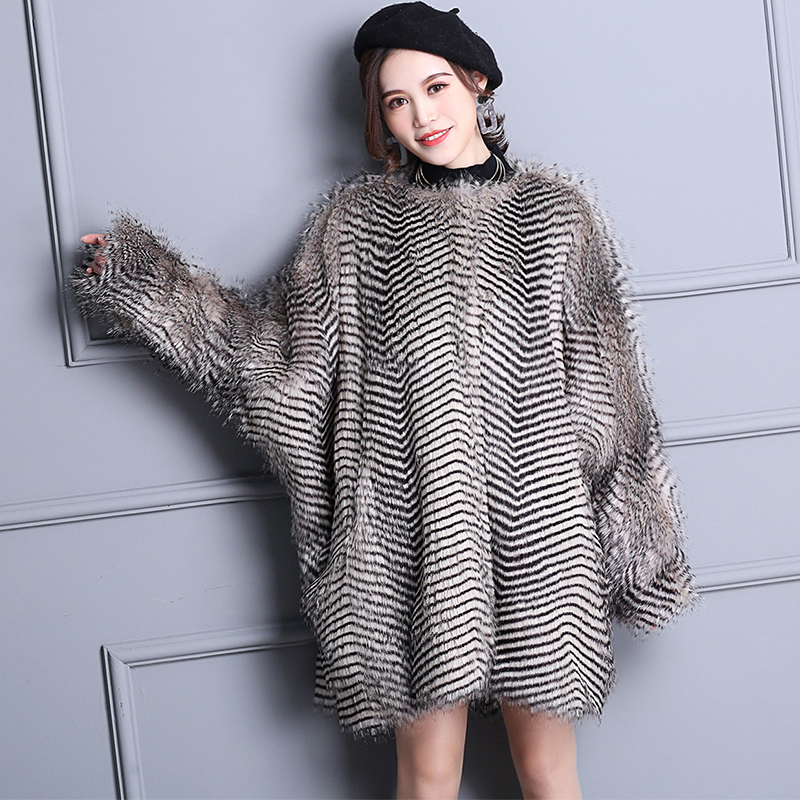 Nerazzurri Winter Elegant Faux Fur Coat Women Warm Gradual Color Luxury Fluffy Loose Oversized Bat Sleeved Furry Fake Fur Jacket