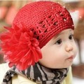 2017 Autumn and winter free shipping fashion knitted with big flower baby children Skullies & Beanies 1-3years old