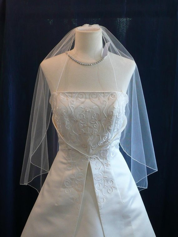 Bridal Veil Wedding Veil Fingertip Length Angel Cut With Delicate Pencil Edge