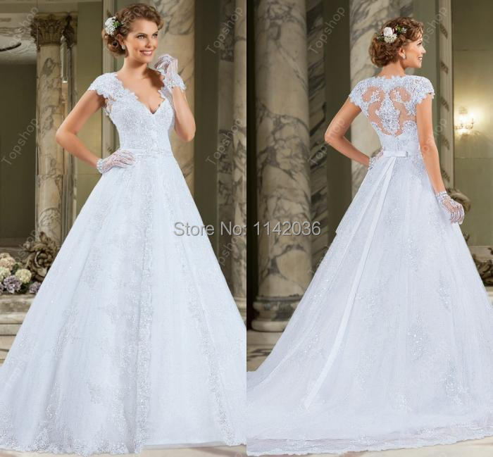 Lace Wedding Dresses 2016 Elegant and Romantic Beautiful Modest Lace  Wedding Gown Bridal Gown Plus Size-in Wedding Dresses from Weddings   Events  on ... b7a1fe51859e