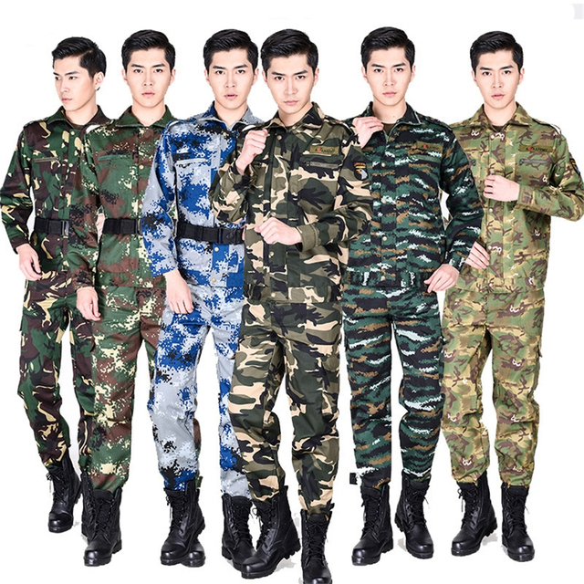 What kind of clothes do military people wear?