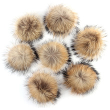 50PCS 15cm Big Womens Raccoon Fur Pompom High Quality 100% Real Round Pompon Balls for Beanies Pom Supplies
