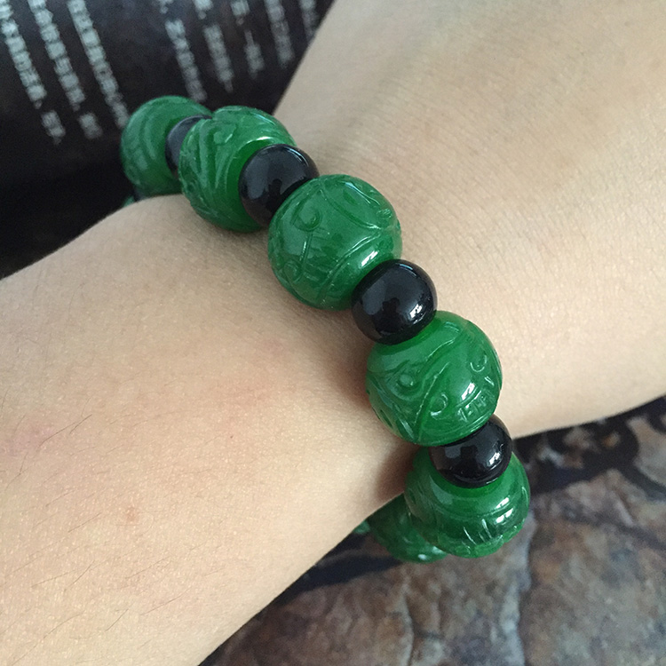 The best gift to send her boyfriend Pure hand-carved flower green charm bracelet beads shed male style
