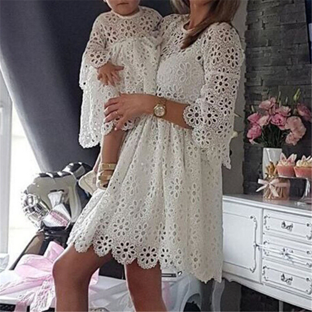 Moda Família Roupas Combinando Mãe E Filha se Veste Mulheres Floral Vestido de Renda Baby Girl Mini Vestido Mãe Do Bebê Menina Roupas de Festa