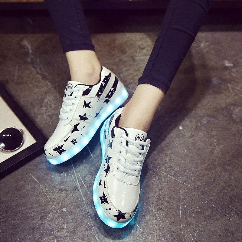 Meninos tênis Brilhantes Menina sapatos casuais crianças sapatos de Marca  hip hop estrelas das Crianças correndo sapatos com luz de fundo em Sapatos  ... b094eab168c
