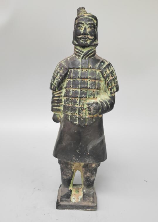 Cinese archaize bronzo Terra Cotta Guerrieri in piedi soldato artigianato statuaCinese archaize bronzo Terra Cotta Guerrieri in piedi soldato artigianato statua