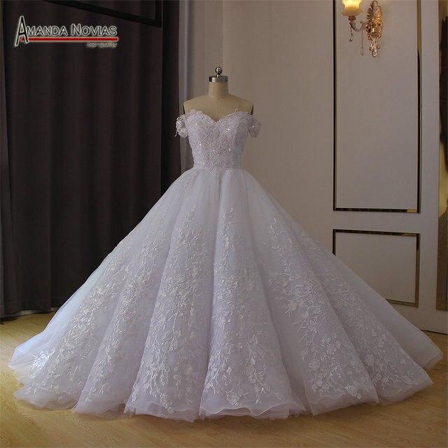 فستان زفاف أبيض عاري الكتفين لحفلات الزفاف 2019