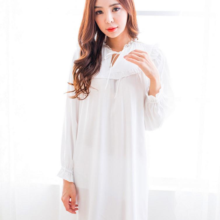 2017 white Cotton Princess Style Womens Nightgown White Pink Long Sleepwear Vintage roupao feminino D32