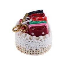 Миниатюрный набор для шитья плетеная корзина со смешанными швейными аксессуарами 1/12 Масштаб Мебель для спальни Декор кукольный домик игрушки