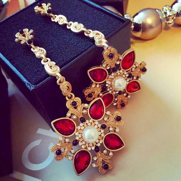 2016 New Designer vintage Brand Baroque Vintage Exaggerated Crystal Flower Long Earrings Fashion Bride Drop Earrings Jewelery