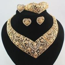 Комплект из колье и сердца золотистого цвета