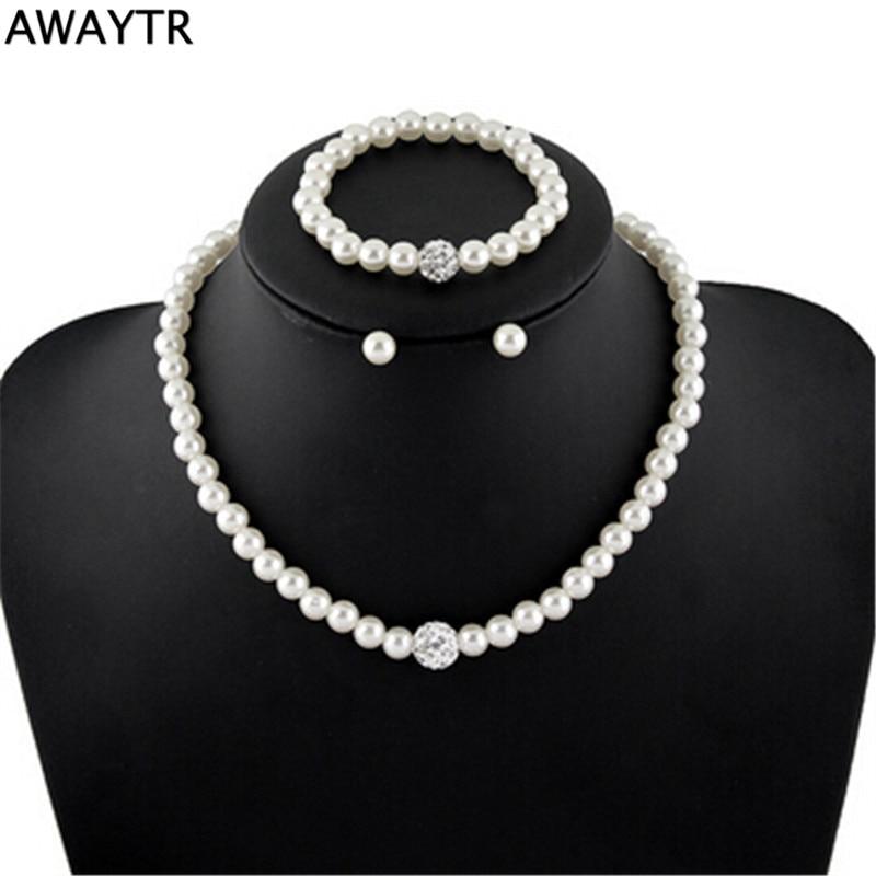 AWAYTR Romantico Bianco Simulato-perla Collana Orecchini Da Sposa Custome  Spilla Per La Donna Del Partito Regalo Di Fidanzamento 7d4bb8c784e7