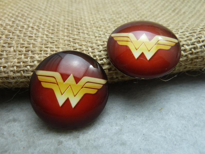 5pcs 25mm Handmade Photo Glass Cabochons (Wonder Woman) GH9-21