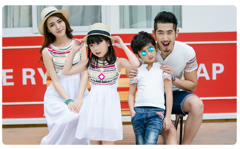 HTB1MWexfTnI8KJjSszbq6z4KFXaS - Summer Family Matching Outfits Ethnic Style Mother Daughter Beach Dresses Father and Son White T-shirt Family Clothing Sets