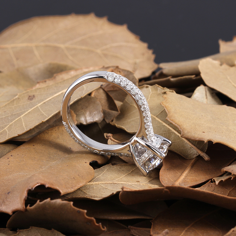 moissanite ring with accents (16)