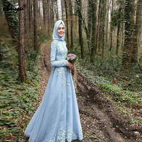 2019 Elegant Light Blue Long Sleeve Muslim A Line Evening Dresses Lace Applique Scarf Hijab Tulle Dubai Bridal Reception Dress