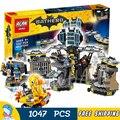 1047 шт. Super Heroes Бэтмен 07052 Batcave взлома DIY Модель Строительство Комплект Блоки Подарки Batgirls Кино Игрушки Совместимость с Lego
