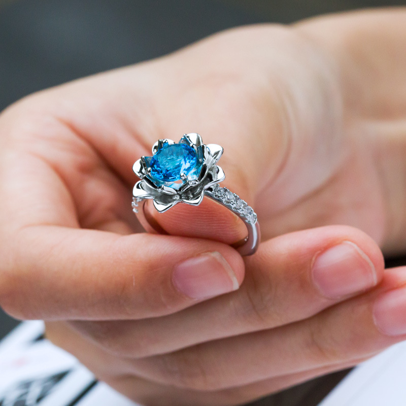 Huitan Flower Ring with Sea Blue Cubic Zircon Prong Setting Fashion Cocktail Party Rings for Women /& Girls