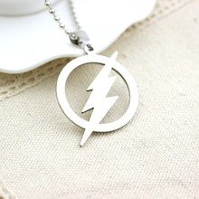 Stainless Steel Flash Lightning Symbol Logo Necklace Geometric Round Movie Superhero Lightning Sign Natural Weather Necklace недорого