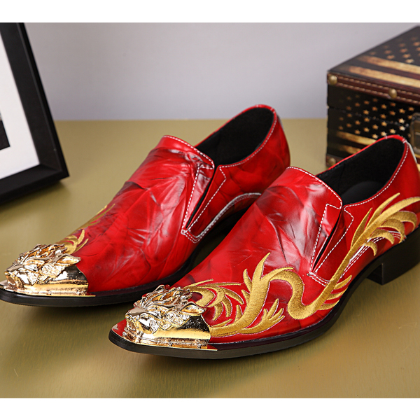 Plus Size 38-46 Red Wedding Shoes for Men Fashion Gold Dragon Embroidery Genuine Leather Shoes Men Carving Bullock ShoesPlus Size 38-46 Red Wedding Shoes for Men Fashion Gold Dragon Embroidery Genuine Leather Shoes Men Carving Bullock Shoes