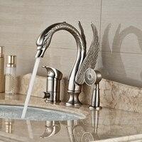 Оптом и в розницу Роскошные Животных Лебедь щеткой Никель на бортике ванной кран 3 отверстие Одной ручкой смеситель W/ ручной душ