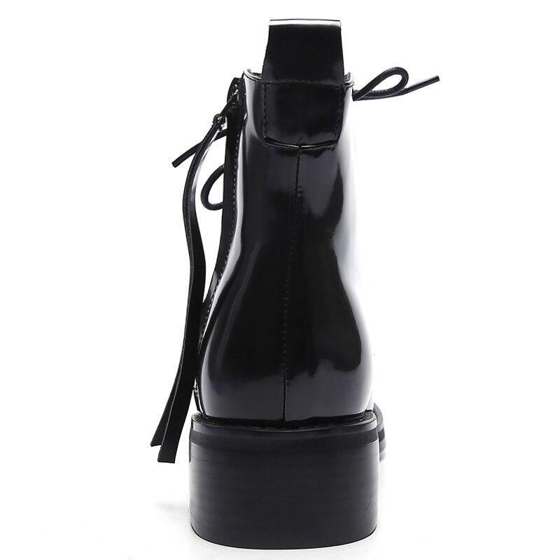 Avvio Ragazza Genuino Med Croce Black Lampo Per Scarpe