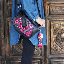 Ręcznie stare haftowane torby torby z prawdziwej skóry haftowane torby podróżne na ramię tanie tanio Shell Torby kurierskie Skóra bydlęca zipper SOFT NONE NATIONAL WOMEN Floral Pojedyncze Wnętrze slot kieszeń Kieszeń na telefon komórkowy