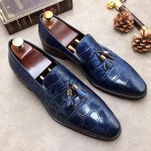 Новинка; Мужские модельные туфли с острым носком; цвет синий, черный; модная обувь ручной работы с подвесными ушками; свадебные вечерние туфли из натуральной кожи