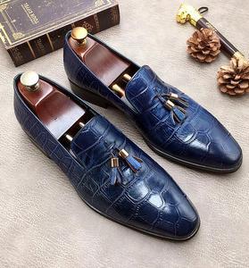 Новинка; Мужские модельные туфли с острым носком; цвет синий, черный; модные туфли ручной работы с подвесными ушами; обувь из натуральной кож...