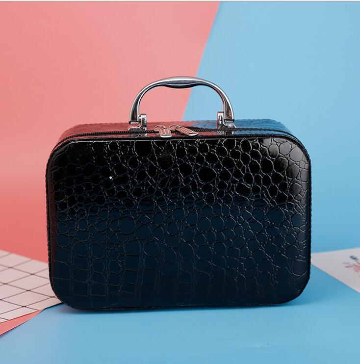 2017 fashion quality branded luxury women crocodile leather summer travel makeup bag cosmetic bag women Organizer Case