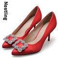 Tamaño 34-41 de la Nueva Llegada 2016 Marca de Moda de Seda Rojo de La Boda zapatos Sexy Rhinestone Altos Talones Finos Señalaron Toe Bombas de Las Mujeres D35