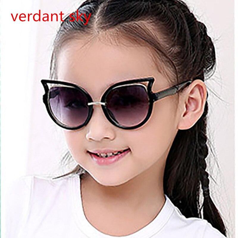 2017 Do Bebê Crianças Óculos De Sol Meninas Marca Crianças Meninos Óculos  De Lente UV400 Olho de Gato Bonito Óculos Infantil Óculos Shades Goggles em  Óculos ... 738a8525d6