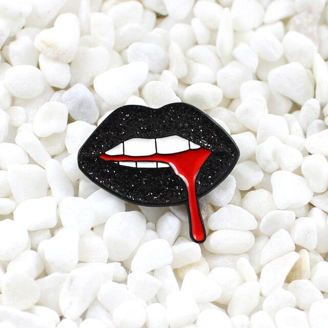 Hitam Mengkilap Bibir Mengalir Keluar dari Darah Merah Bros Kepribadian Kreatif Lencana Kemeja Denim Kulit Fashion Aksesoris