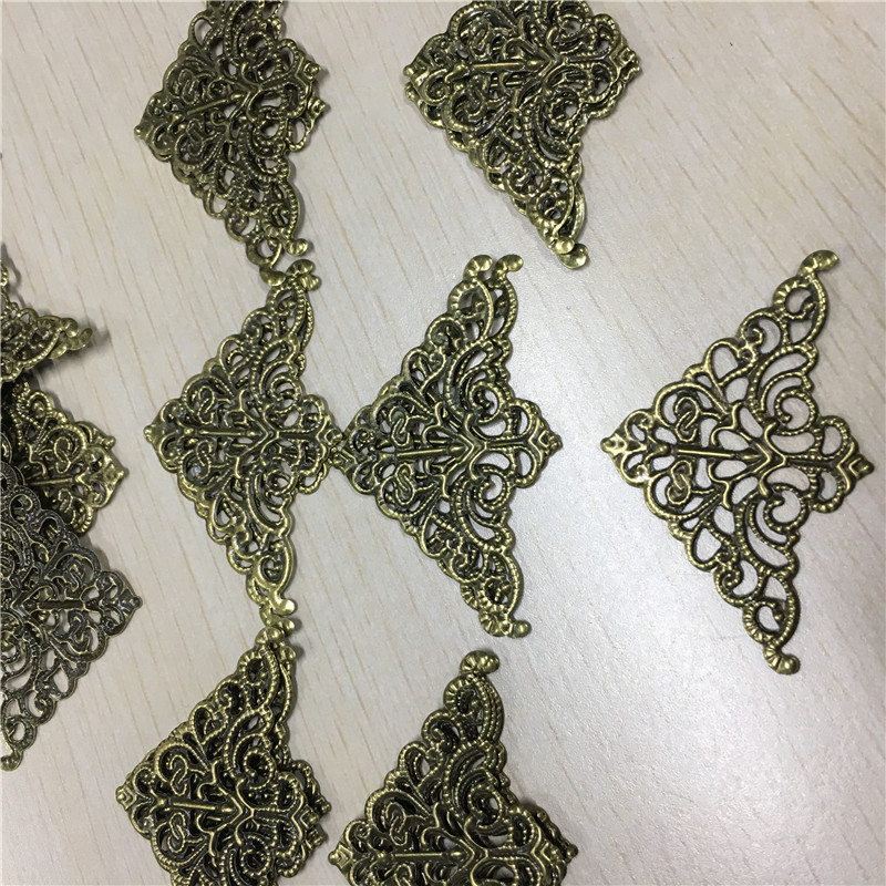 цены на Filigree Triangle Flower Wraps Cabochon Ancient Bronze Flatback Metal Embellishments Scrapbooking For DIY,5cm*3.2cm,2500Pcs в интернет-магазинах