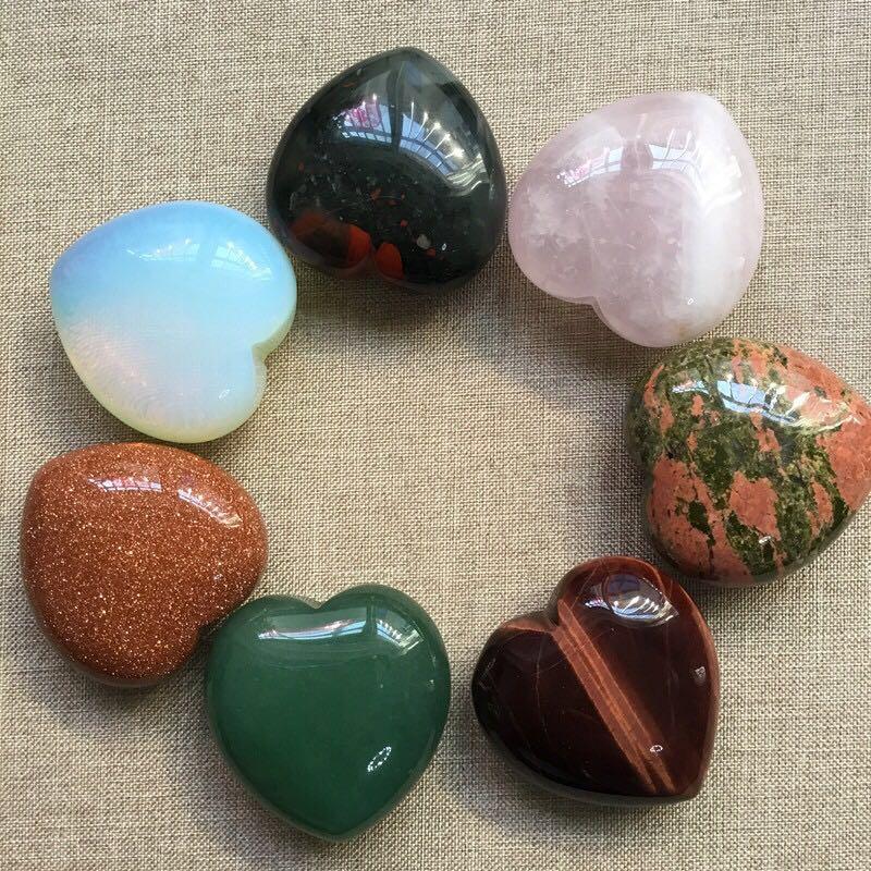 Assorted Crystal Quartz Heart Shape Healing Crystal Chakra Natural Stone Carved Reiki