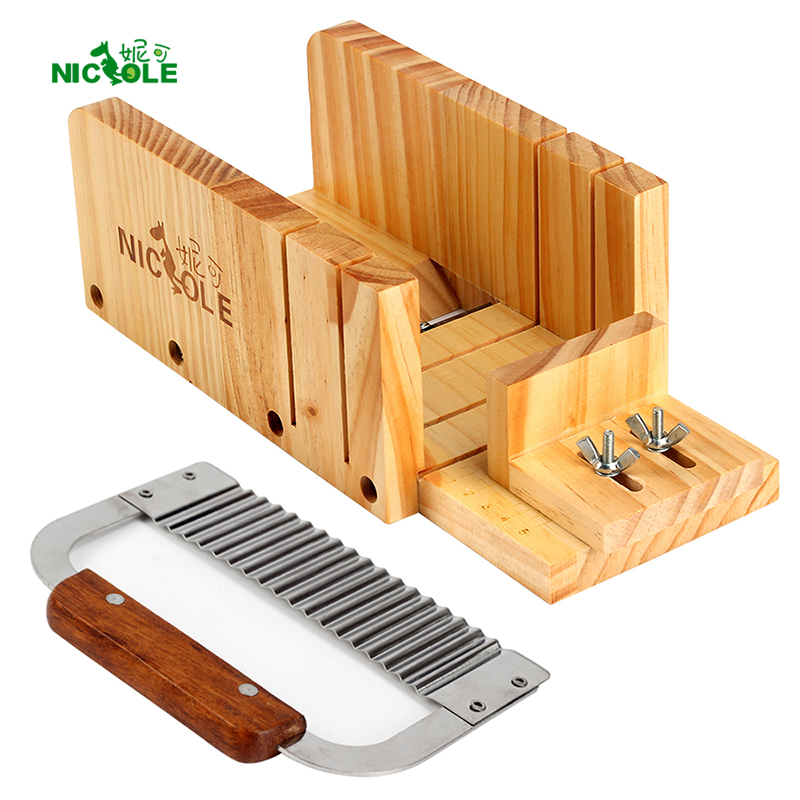 Nicole Justerbar Wood Loaf Cutter Box & Rostfritt Stål Wavy Cutting Tools Kit Set 2 Tvåltillbehör