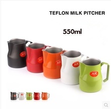 1pc 550ml / 18oz 5 цветов Motta Style Teflon Nonstick покрытие Нержавеющая сталь Молот Кувшин / Кувшин Вспененный кувшин latte art для бариста