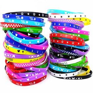 Image 2 - 100Pcs Kids Siliconen Armband Polsbandje Kinderen Jongen Meisje Diverse Kleuren Liefde Bangle Familie Party Gift Mix Stijlen Groothandel