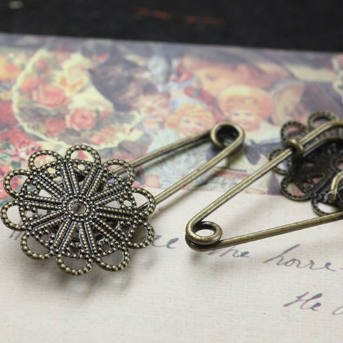 DIY Jewelry settings 10pcs Wholesale ANTIQUE BRONZE 31mm Filigree Flower-shaped Pad Brooch Blank Base with safety pin Findings