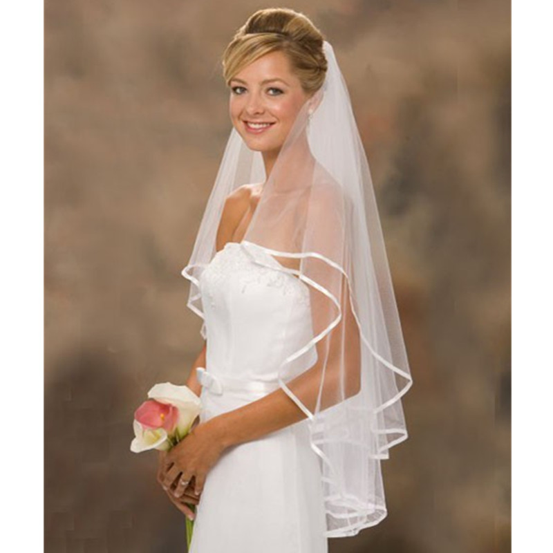 2017 cheap short tulle wedding veils with comb wedding accessories ribbon edge ivory white bridal veils