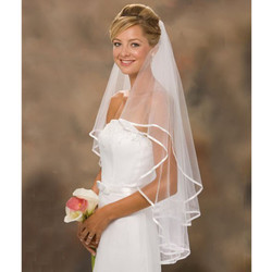 2017 cheap short tulle wedding veils with comb wedding accessories ribbon edge ivory white bridal veils.jpg 250x250
