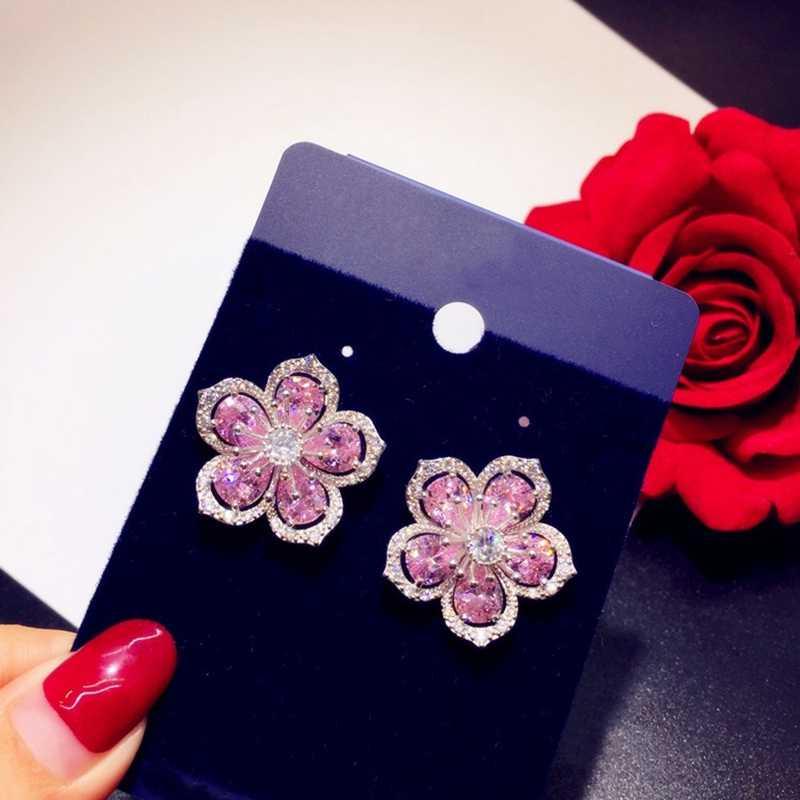 ต่างหูของผู้หญิงสีชมพูเชอร์รี่เชอร์รี่ Zirconia ดอกไม้ Elegant และเครื่องประดับสวยๆ